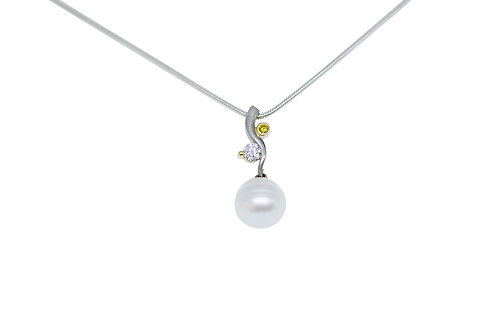 18ct White Gold Pendant with White Button Pearl