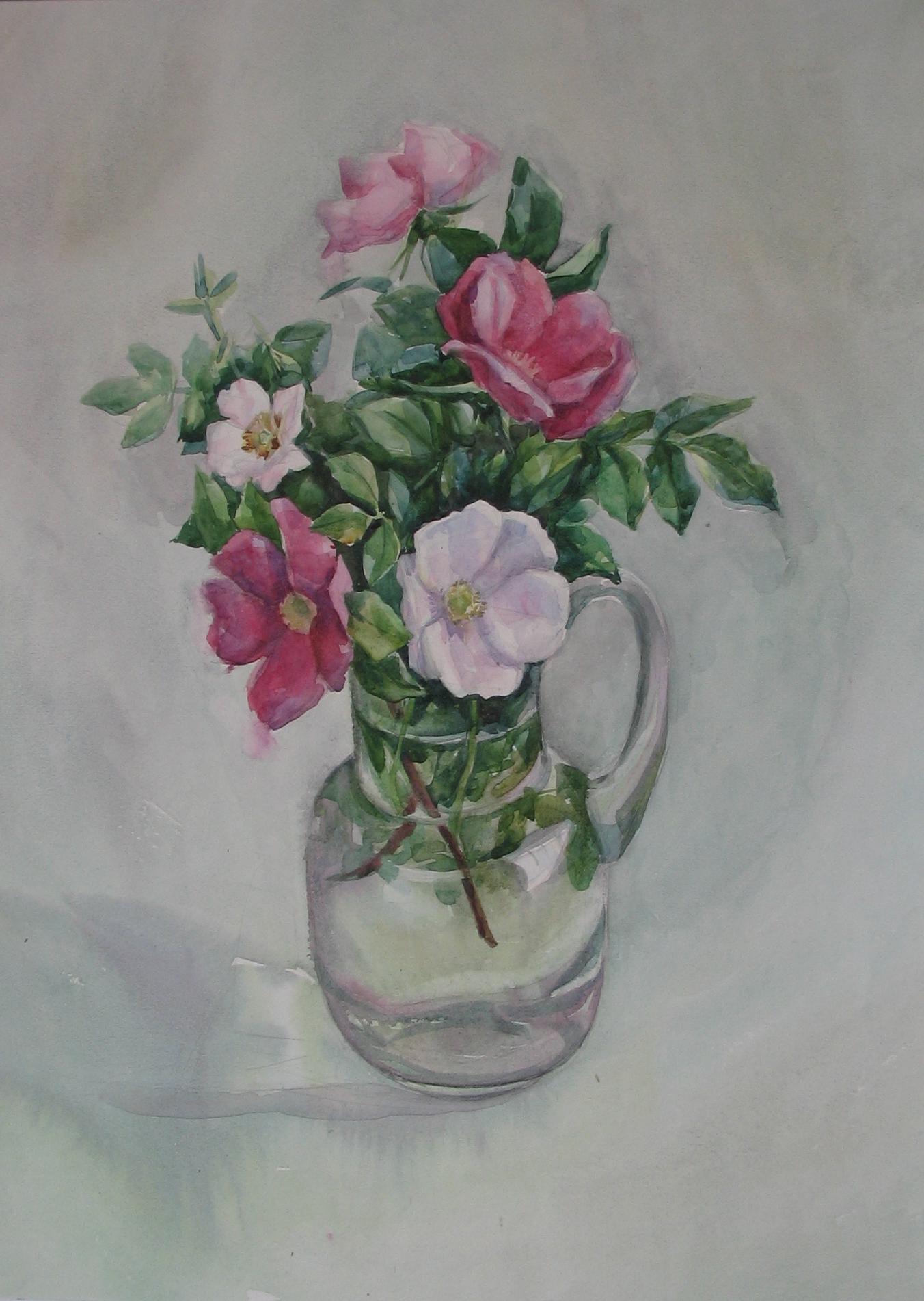 Шиповник в вазе