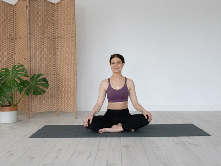 A two-minute breathing exercise to ease anxiety and stress.