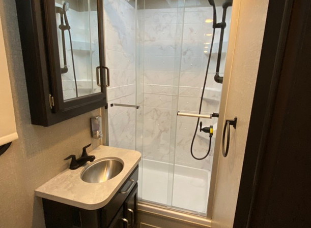 RV Rental Jayco Redhawk Bathroom