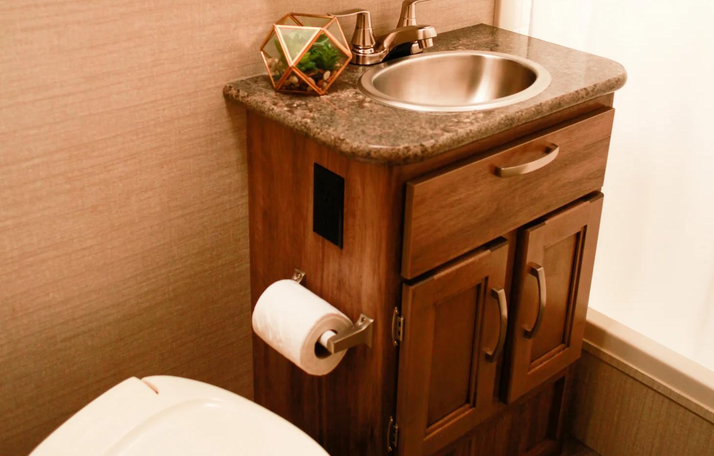 RV Rental Jayco Redhawk Bathroom Shower