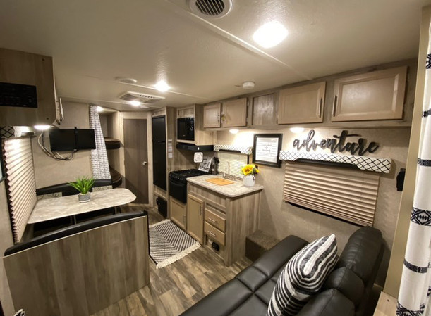 RV Rental Coachmen Catalina