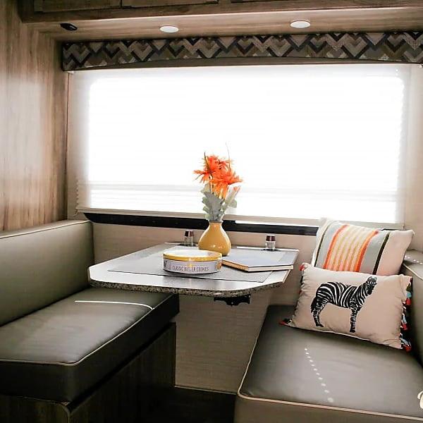 RV Rental Jayco Redhawk Dining Room