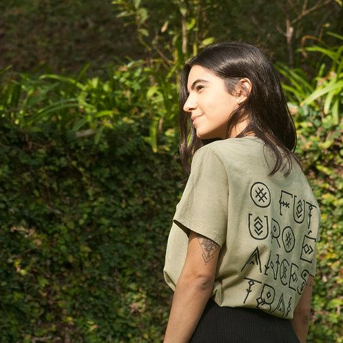 Camiseta O Futuro É Ancestral - cor verde