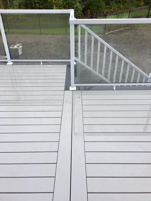 Picture frame pattern on composite deck