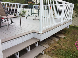 Deck with open riser stringers