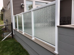 Glass privacy wall on deck
