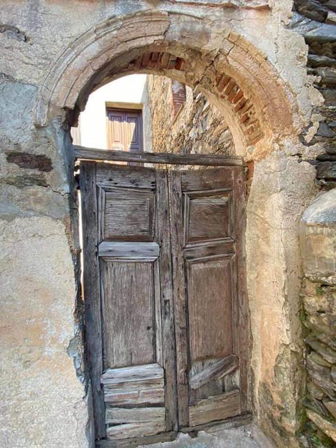 Porte, tour carrée de Tomino