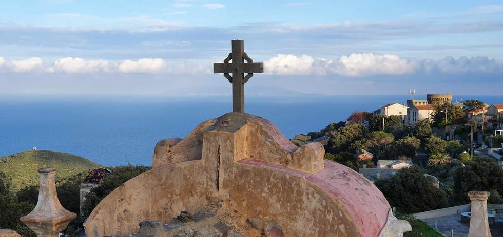 Vue sur la mer Tyrrhénienne depuis le toit de l'église st Nicolas, Tomino
