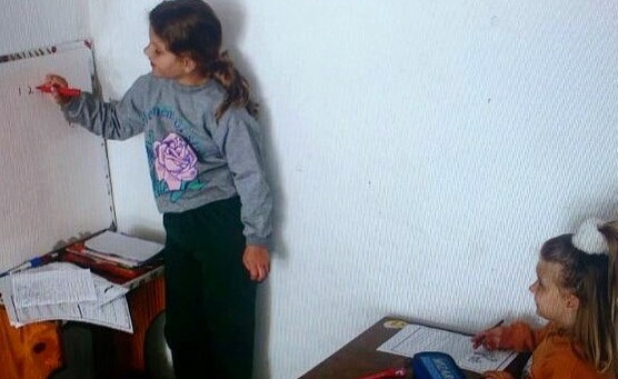 Sofia Pretzel brincando de professora