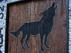 Wolf 29 x 29 in