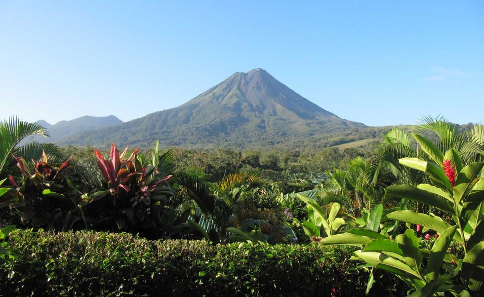Arenal_volcano._Costa_Rica_web.jpg