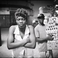Les stratégies de survie dans la rue sont multiples. De la prostitution à la vente d'oeufs, le travailleur social de rue entre avec eux dans le grand jeu de la débrouille. (République Démocratique du Congo, Kinshasa, 2016)