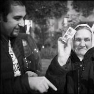 Nombreux sont ceux qui ne peuvent compter que sur les soins médicaux apportés par les équipes mobiles des travailleurs sociaux de rue. Nombreux sont ceux qui ne peuvent compter que sur les soins médicaux apportés par les équipes mobiles des travailleurs sociaux de rue. (Roumanie, Bucarest, 2015)