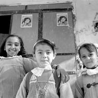Gaza, Camp de Rafah, le 9 décembre 2002  Sur tous les murs, le portrait de cette écolière de 10 ans tuée le mois dernier.  La lumière est douce. Il fait bon. Les petites filles sont belles. La rue raconte les histoires que  les enfants semblent pouvoir transcender.     Camp de Rafah, le 9 décembre 2002.  Sur tous les murs, le portrait de cette écolière de 10 ans tuée le mois dernier.