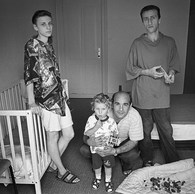 Marat est arménien et Marina, géorgienne.  Ils ont du fuir le pays à deux. Leur fils, Robert, resté avec la soeur de Marat, les a rejoint un an plus tard, quand ils ont eu l'espoir de pouvoir rester en Belgique.                                                                                                                                       Marina regarde au loin par la fenêtre. Elle sort et pleure sur le balcon.  Marat me raconte : « Ma femme n'était pas comme ça avant. Ca a été très dur pour elle d'être séparée de notre fils si longtemps. Quand il est enfin arrivé, elle ne pesait plus que 47 kilos. »  Centre de la Croix-Rouge, Waulsort, 1995