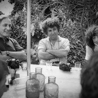 William Klein et Guy Le Querrec, cour de l'Ecole nationale de Photographie, 1982
