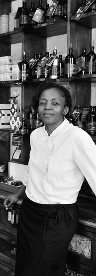 Hortense Massakwe Chef  « Quand je reçois un prix, je leur dis, je suis la seule Noire et je suis la seule femme. J'ai un restaurant 100% européen. Je suis la chef de cuisine, je suis une Africaine. Vous avez vu le restaurant, il y a plein de Blancs.»