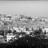 Bethléem, avril 2017  En 1994, craignant la remise en cause du processus d'Oslo, la communaué internationale a appelé Israël à renoncer à l'implantation de la colonie d'Har Oma sur rla forêt palestinienne d'Abu Gnaim.  Depuis, cette colonie, proche de Bethléem, ne cesse de s'agrandir.