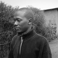 Butare, secteur Mpungwe, le 8 avril 2004.  Phocas a 26 ans. Il est étudiant à l'université de Butare. Il s'est investi avec une soixantaine d'autres étudiants dans un projet d'éducation à la santé. Ils aident les villageois des environs à s'organiser pour lutter contre la malaria, le sida, le paludisme, la malnutrition ou l'alcoolisme.