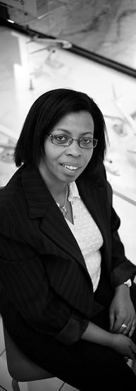 Rebecca Ntunguka  Responsable d'une agence de voyages  « On essaye vraiment de promouvoir la femme africaine, car elle est une femme sollicitée à chaque instant ; une femme qui a de fortes capacités à gérer et sa vie professionnelle et sa vie de famille. Une femme qui a beaucoup à donner. »