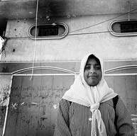 Gaza, Camp de Rafah, le 9 décembre 2002  Sur tous les murs, le portrait de cette écolière de 10 ans tuée le mois dernier.  La lumière est douce. Il fait bon. Les petites filles sont belles. La rue raconte les histoires que  les enfants semblent pouvoir transcender.     Camp de Rafah, le 9 décembre 2002.