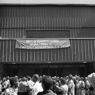 Université de Butare, le 7 avril 2004.  L'entrée de la salle de spectacle.