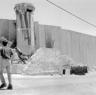 La construction du mur à la lisière du camp de Aïda, dans la banlieue de Bethléem, s'est terminée hier. Le 14 juillet 2005