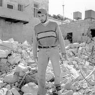 Naplouse, le 5 avril 2005  La dernière maison détruite par l'armée israélienne, comme un symbole. De jeunes hommes y viennent et mesurent les pierres récupérées pour arranger le terrain de football.