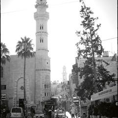 La mosquée d'Omar sur la place de la Mangeoire, face à l'église de la Nativité, construite en 1860, est la seule du vieux Bethléem.