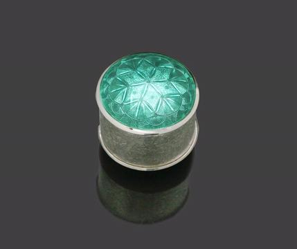 Green enamelled pot