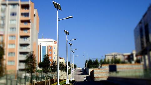 HIGLY EFFICIENT SOLAR STREET LIGTS