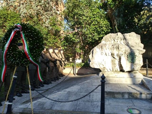 Cippo carsico in Ricordo dei caduti Giuliani dalmati di tutte guerre posto a Roma nel quartiere Giuliano dalmata
