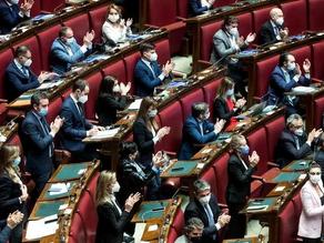 Il Recovery passa alla Camera con 442 voti, si astengono i deputati di FdI. 500 milioni per Roma