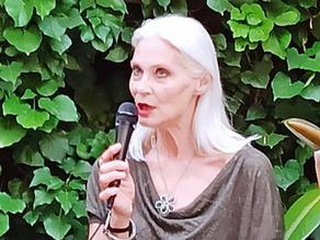 Sulla terrazza dell'Hotel Coppedè la splendida Isabel Russinova presenta i suoi libri