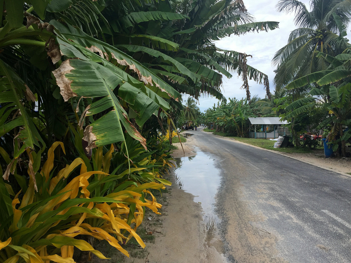 Tuvalu_roads.JPG