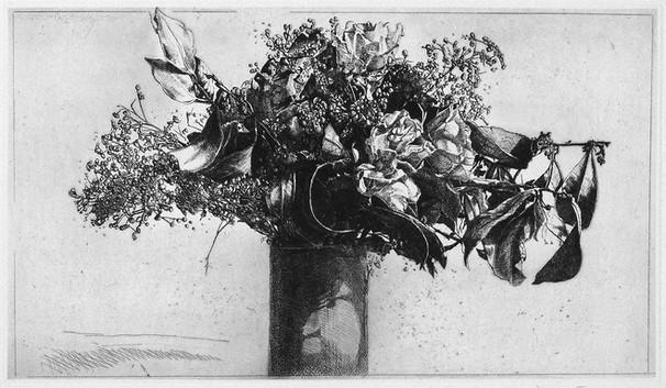 Un'acquaforte piena di fiori e il vaso