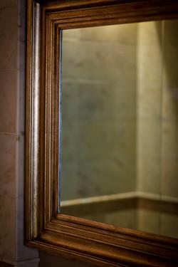 Mirror TV Close-Up