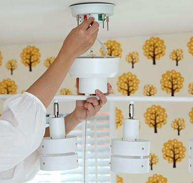 照明は業者を呼ばなくても取り付けられる?意外と知らない天井取付方法