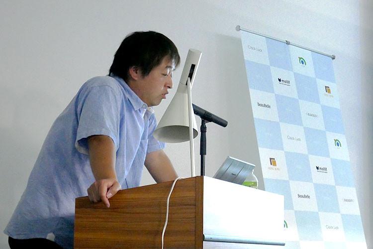 組織マネジメントについてスピーチする高橋社長