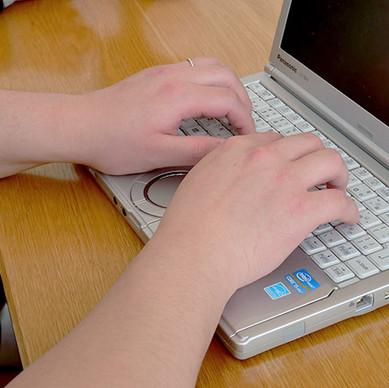 遊び心のある研修。全社員で取り組む「e-typing タイピングトレーニング」から学ぶこと