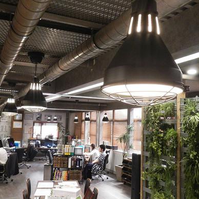 ドラマ『パーフェクトワールド』のセットに、弊社インテリア照明が採用されました