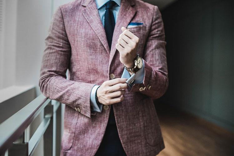 採用面接時の服装はリクルートスーツ?私服?