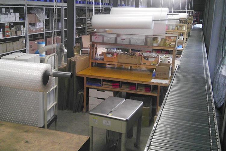 物流倉庫 作業台