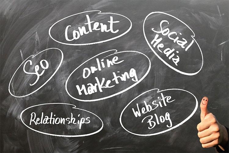 会社ブログは社外の人に対して会社を売り込むこと