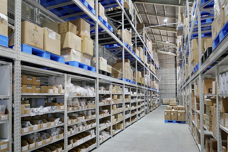 膨大な物量を保管する倉庫