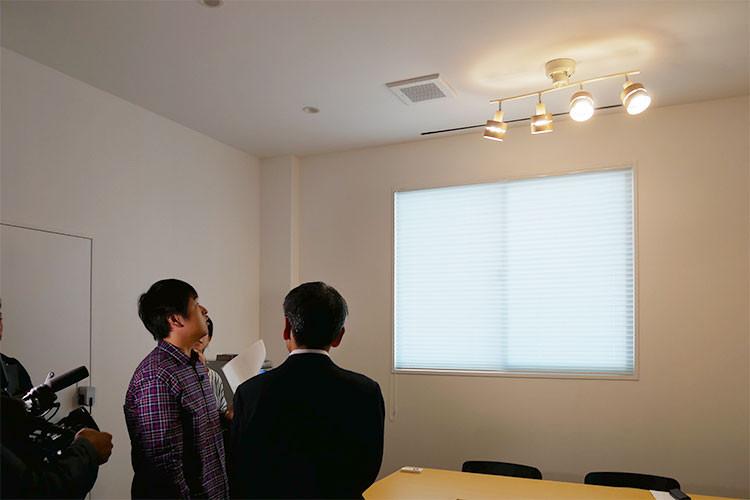 スマホから操作できるIoT照明を紹介