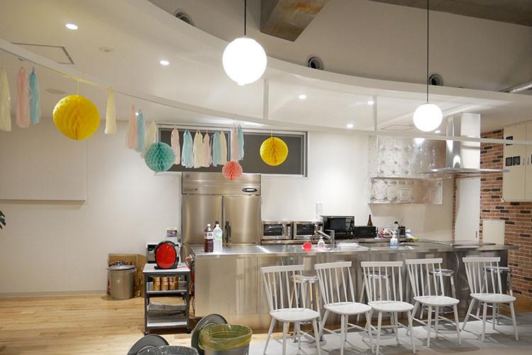 サイボウズ松山オフィスのキッチンスペース