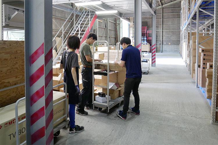商品入荷作業の様子