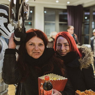 Vi har fast avtale med Colusseum Kino, da blir det både film og popcorn.